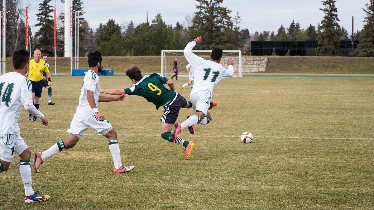 Sports-Kevin-Schenk-Bears-Soccer-12