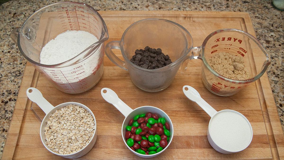 Arts-Jon-Zilinski-DIY-Christmas-Cookies-in-Jar-1