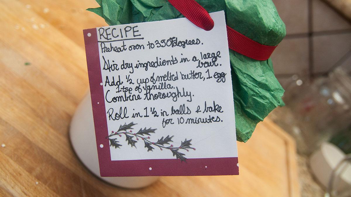 Arts-Jon-Zilinski-DIY-Christmas-Cookies-in-Jar-3