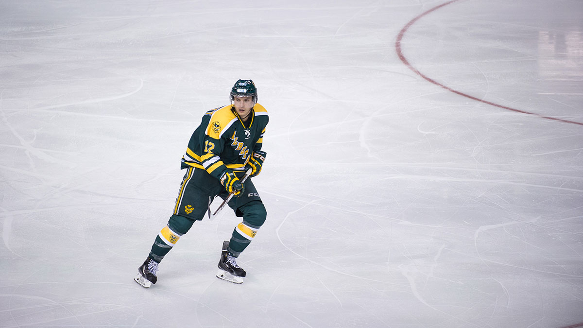 Sports-Randy-Savoie-Bears-Hockey-Grads-12-Jordan-Hickmott