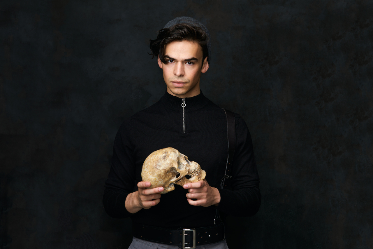 a review of shakespeare s hamlet Although criticized by shakespeare devotees upon its release because of director, producer, and star laurence olivier's decision to excise large portions of the text.